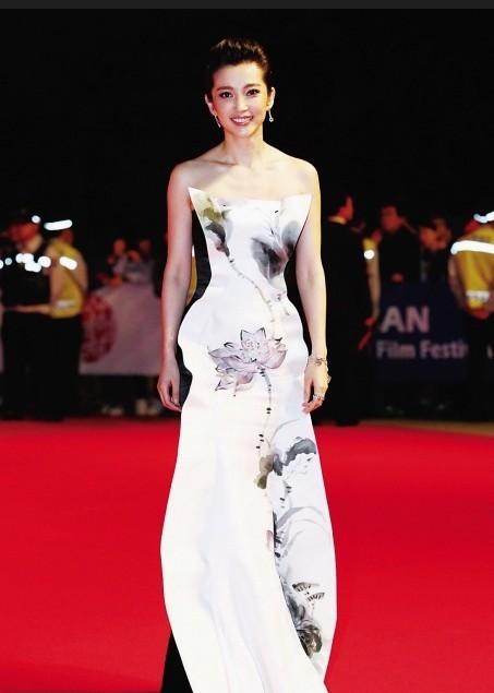 中国著名服装设计师—郭培